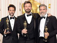 第85階アカデミー賞で作品賞を受賞した映画アルゴ。監督のベン・アフレック(真ん中)
