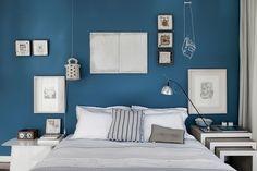 kolorowa ściana za łóżkiem