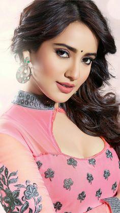 Beautiful Neha Sharma in Traditional Look Beautiful Bollywood Actress, Most Beautiful Indian Actress, Beautiful Actresses, Beautiful Girl Image, Beautiful Gorgeous, India Beauty, Asian Beauty, Non Blondes, Pretty Face