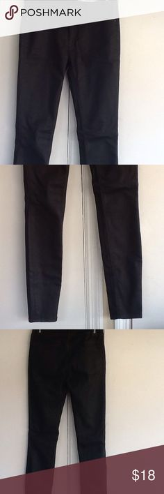 Medium rise slim fit Medium rise, slim fit. Stretchy good condition. Color more of a charcoal color Zara Pants Skinny