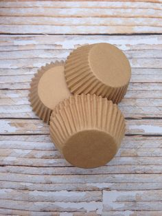 Brown Kraft Paper Cupcake Liners 25 by SweetJellyParties on Etsy Cupcake Boxes, Paper Cupcake, Cupcake Liners, Grad Parties, Kraft Paper, Event Decor, Dessert Recipes, Desserts, Cake Decorating