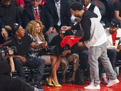 Happy Tuesday to everyone in the Brown Bear Family! Who saw this amazing moment with Jay Z, Beyonce, and Drake at the NBA All-Star Game on Sunday night? Also, be sure to check out select All-Stars singing your favorite pop songs. Aubrey Drake, Drake Ovo, Jayz Beyonce, Beyonce Coachella, Rihanna, Beyonce Pictures, Drake Graham, Couples, Music