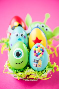 DIY Disney Pixar Easter Eggs – how to make character Easter eggs inspired by Disney Pixar movies. Creative Easter egg decorating ideas for kids. eggs in movies DIY Disney Pixar Easter Eggs Minion Easter Eggs, Funny Easter Eggs, Disney Easter Eggs, Funny Eggs, Easter Crafts For Kids, Easter Egg Hunt Ideas, Disney Diy, Disney Pixar, Hello Kit