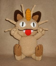 Gotta catch 'em all! Make this adorable amigurumi Meowth with Lion Brand Vanna's Choice! Free Pokemon pattern by Wolfdreamer OTH! Cute Crochet, Crochet Crafts, Crochet Dolls, Crochet Projects, Pokemon Craft, Pokemon Toy, Pokemon Meowth, Plushie Patterns, Stuffed Toys Patterns