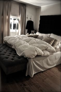 oh. oh my. that bed. I could live there.