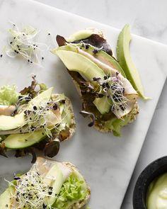 Rijstwafel met kip en avocado