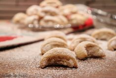Burgenländer Kipferl - Gudrun von Mödling - Fashion and Recipes Christmas Baking, Christmas Cookies, Austrian Recipes, Driving Home For Christmas, Cake Cookies, Cookie Recipes, Biscuits, Chicken Recipes, Food And Drink