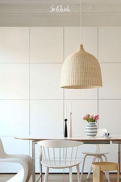 IKEA-Hack: Stauraumlösungen wie vom Schreiner für den Flur & Co. Foto: milkandhoney #solebich #ikea #stauraum #regale #weiß #esszimmer #ikea #storagespace #shelves #white #diningroom Diy Interior, Billy Regal, Shelves, Ceiling Lights, Inspiration, Interiors, Home Decor, Kitchens, Build A Wardrobe