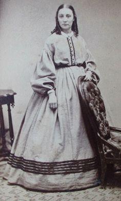 VICTORIAN LADY PRETTY HOOP DRESS PRE CIVIL WAR ERA WOMAN CDV PHOTO RINGLET CURLS