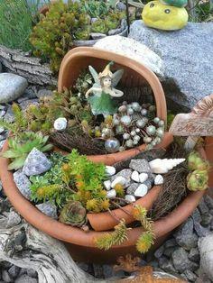 Succulents work so well to make a fairy garden in a dish things i 39 ve made pinterest - Mini garten deko ...