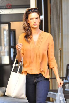 Alessandra Ambrosio gets soup in a jar while in Los Angeles, CA - November 7, 2015