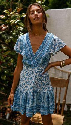 Blue Porcelain Floral Waist-Tie Surplice Dress - Source by hohmannkmpel - Boho Outfits, Summer Outfits, Cute Outfits, Boho Fashion, Fashion Dresses, Surplice Dress, Holiday Fashion, Bohemian Style, Bohemian Gypsy