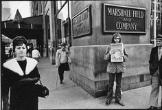 Hippie dude selling the 'Seed', which was the underground/counterculture newspaper of Chicago in the - by Rene Burri. Photography Projects, Artistic Photography, Street Photography, Become A Photographer, Photographer Portfolio, Zurich, Lee Friedlander, How To Create Infographics, Cultural Events