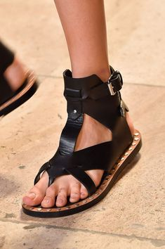 Isabel Marant at Paris Fashion Week Spring 2015 - Details Runway Photos Sexy Sandals, Cute Sandals, Fashion Sandals, Gladiator Sandals, Leather Sandals, Gladiators, Fab Shoes, Me Too Shoes, Look Fashion