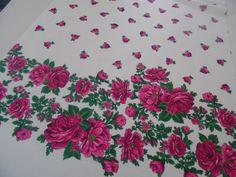 Schönes Blumenmuster hergestellt im Transferdruck! #transferdruck #exklusivestoffe #madeinvorarlberg #rosen #blumen #digitaldruck Floral Patterns, Fabrics, Nice Asses