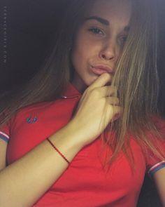 #terracegirls #fredperry Polo Shirt Girl, Sergio Tacchini, Mod Look, Skinhead, Fred Perry, Football Fans, Girl Crushes, Punk Rock, Shirts For Girls