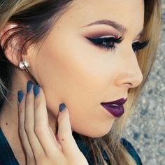 Smokey eye with dark lip. I love her youtube makeup videos. @lustrelux