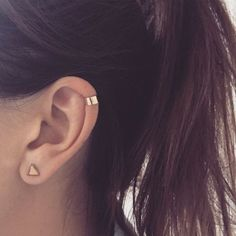 Plain Gold Ear cuff helix solid yellow gold red gold or white gold ear wrap ear jacket trend 9 carat minimal helix Kleider Helix Piercings, Cute Ear Piercings, Tattoo Und Piercing, Types Of Piercings, Top Ear Piercing, Helix Piercing Jewelry, Piercings Bonitos, Keep Jewelry, Gold Jewelry