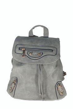 Χαρακτηριστικά :  Τσάντα πλάτης κατασκευασμένη από άριστης ποιότητας συνθετικό δέρμα, διαθέτει ρυθμιζόμενα λουράκια,...