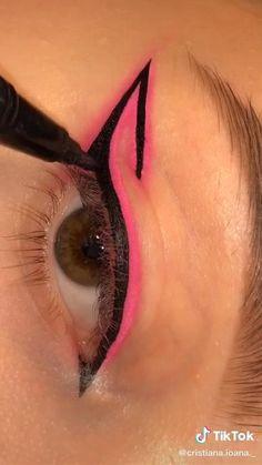 Makeup Tutorial Eyeliner, No Eyeliner Makeup, Eyeliner Looks, Diy Eyeshadow, Pink Eyeliner, Eyeliner Ideas, Edgy Makeup, Eye Makeup Art, Creative Eye Makeup