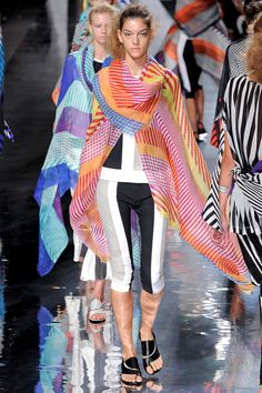 Issey Miyake Spring 2013 Ready-to-Wear
