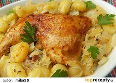 Kuřecí stehna na cibulovo-slaninovém zelí recept - TopRecepty.cz Gnocchi, Meat, Chicken, Food, Kochen, Beef, Meal, Essen, Hoods