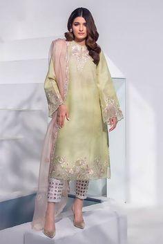 Dress Indian Style, Indian Fashion Dresses, Indian Designer Outfits, Simple Pakistani Dresses, Pakistani Dress Design, Pakistani Fashion Party Wear, Pakistani Outfits, Stylish Dress Designs, Designs For Dresses