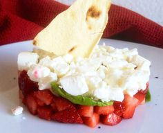 Insalata di fragole, feta, basilico e pane carasau | Food Loft - Il sito web ufficiale di Simone Rugiati