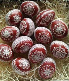 Reliefní+kraslice+červená+Červená+slepičí+kraslice+malovaná+horkým+bílým+voskem Easter Egg Crafts, Easter Eggs, Recycling Storage, Egg Art, Driftwood Art, Egg Decorating, Diy And Crafts, Ornaments, Spring