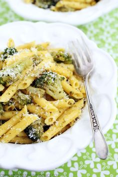 Penne pasta tossed in garlicky broccoli and olive oil with a hint of heat from red pepper flakes topped with plenty of Parmesan cheese for serving. Simple, easy and completely delicious. Broccoli florets are cooked in a skillet with lots of olive oil and Garlic Broccoli, Broccoli Pasta, Broccoli Recipes, Broccoli Florets, Parmesan Recipes, Garlic Parmesan, Spinach, Olive Oil Pasta Sauce, Garlic Olive Oil Pasta