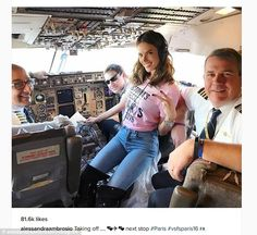 Sky high: Alessandra Ambrosio made the day of the crew of the private jet chartered by Victoria's Secret to fly Angels from NYC to Paris Sunday ahead of the brand's Fashion Show Alessandra Ambrosio, Victorias Secret Models, Show Victoria Secret, Victoria Secret Angels, Fashion Show 2016, Fashion News, Fashion Events, Snapchat, Casual Looks