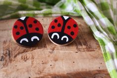 Orecchini in legno coccinelle/Ladybug wooden earrings.  #etsy #wood #woodworking #legno #handmade #fattoamano #earrings #jewelry #handmadejewelry #orecchini #gioielli #crafts #etsyshop