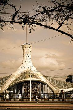 La ciudad de Barquisimeto, Edo. Lara. Cuenta con la Catedral Metropolitana de Barquisimeto una de las más modernas y originales en América Latina. Su forma exterior es una flor boca abajo, fue creada entre 1953-1968 por Jahn Bergkamp.