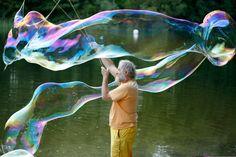 500ml Seifenblasenkonzentrat für Artistikbedarf - rekordverdächtig große Blasen - macht 5,5 Liter Lauge! | Seifenblasen-Konzentrate für den Artistikbedarf500ml Seifenblasenkonzentrat für Artistikbedarf - rekordverdächtig große Blasen - macht 5,5 Liter Lauge! | Seifenblasen-Konzentrate für den Artistikbedarf – Riesenseifenblasen Onlineshop – Peter & Pat Seifenblasen