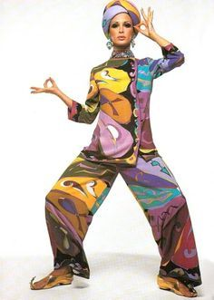 I like this vibrant, colourful and varied Emilio Pucci print from the because it looks like a geometric patchwork in different colours 60s And 70s Fashion, Mod Fashion, Runway Fashion, Vintage Fashion, Street Fashion, Emilio Pucci, 00s Mode, Mode Cool, Vintage Outfits