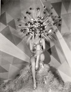 Alice White is Louise Brooks is Dixie Dugan Showgirl in Hollywood Vintage Glamour, Vintage Beauty, Vintage Ladies, Vintage Fashion, Gothic Fashion, Vintage Burlesque, Vintage Circus, Hollywood Glamour, Old Hollywood