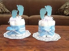 Baby Feet Diaper Cake Baby Shower Centerpieces other sizes and Baby Feet Windelkuchen Baby Shower Centerpieces andere Größen und Bricolage Baby Shower, Regalo Baby Shower, Idee Baby Shower, Baby Shower Crafts, Baby Shower Decorations For Boys, Baby Shower Diapers, Baby Boy Shower, Baby Shower Themes, Diy Diapers
