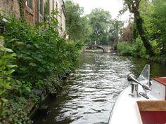 Andando de barco nos canais de Brugge- julho de 2010