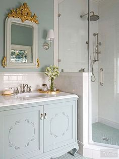 Vintage Decor Diy Vintage style tile blends period character to showers, floors, and walls while shabby-chic DIY décor lets you create your own personal decorating style with salvaged, reclaimed pieces. Great bathroom budget ideas to save money! Baños Shabby Chic, Shabby Chic Homes, Shabby Chic Furniture, Bathroom Furniture, Bathroom Vanities, Bathroom Cabinets, Kitchen Cabinets, Bad Inspiration, Bathroom Inspiration