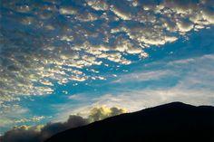 "Hermosos atardeceres desde ""El Jardín de Lara"". #ConucoColibrí #Sanare #Lara #Venezuela #atardecer #nubes #cielo #naturaleza #conuco #colibrí #farm #nature #sky #travel #viajar #turismo #sunset #naturelovers #love #clouds #montaña #mountain"