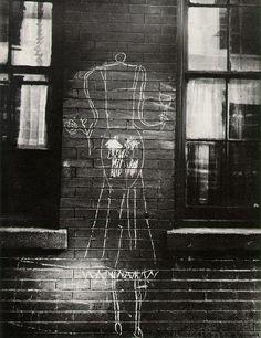 Helen Levitt - Helen Levitt: New York Streets 1938 to 1990s | LensCulture