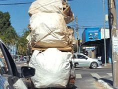 CTB  - Motorista é flagrado ao levar carga três vezes mais alta que carro +http://brml.co/29jyCb3