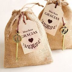 Ideas para bodas al aire libre Wedding Favours, Wedding Gifts, Wedding Tags, Holidays And Events, Ideas Para, Burlap, Diy And Crafts, Creations, Packaging