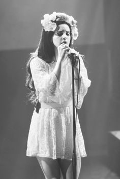 Lana del Rey and a perfect flower crown