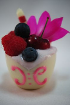 White & Pink Chocolate Celebration Cups from Kane Candy. Great for Weddings, Dinner Parties, Graduations or any special occasion!  www.KaneCandy.com