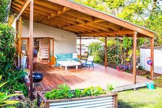 Having already renovated three homes and built two others, creating a sustainable home was no problem for Emma Hohnen. Patio Roof Covers, Shed Homes, Tiny Homes, Hawaii Homes, Tiny House Living, Tiny House Family, Family Homes, Small House Design, Story House