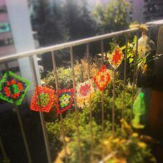 Banderines multicolores hechos de bolsas plasticas!