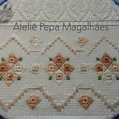 Risultati immagini per ponto reto Hardanger Embroidery, Ribbon Embroidery, Embroidery Stitches, Hand Embroidery Designs, Embroidery Patterns, Cross Stitch Patterns, Swedish Weaving Patterns, Bargello Patterns, Chicken Scratch Embroidery