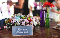Plaquinha de reservado!  Casamento Jéssica e Eduardo. #decoração #casamento #wedding #weddingdecor #centrosdemesa #plaquinhas #reservado #arranjos #flores #mesadosconvidados #mesadosnoivos  #noivinhasdeluxo