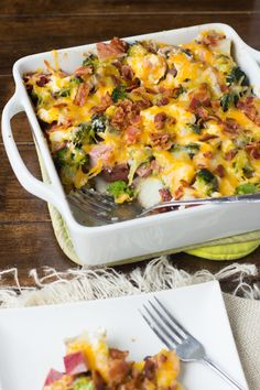 A cheesy potato casserole is terrific no matter what time of year we are in. Cheesy Ham, Potato, and Bacon Casserole is a main dish casserole that is the whole package. It includes your meat, starch, and vegetable. Ham And Potato Casserole, Casserole Dishes, Casserole Recipes, Broccoli Casserole, Broccoli Bake, Veggie Casserole, Bacon Potato, Breakfast Casserole, Ham Recipes